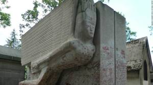 111201125226-oscar-wilde-tomb-lipstick-damage-horizontal-large-gallery