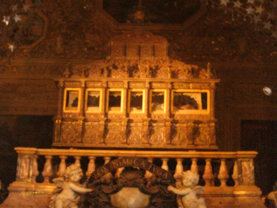 tomb-of-st-francis-xavier