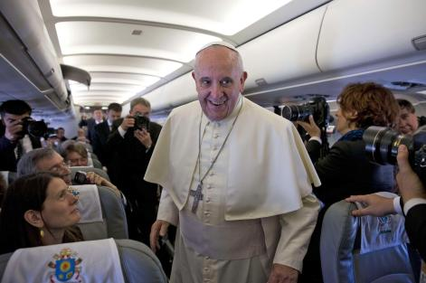 140524-pope-journalists-mn-930_f5e68d3b6aae5f19592ae1eabf779f4a