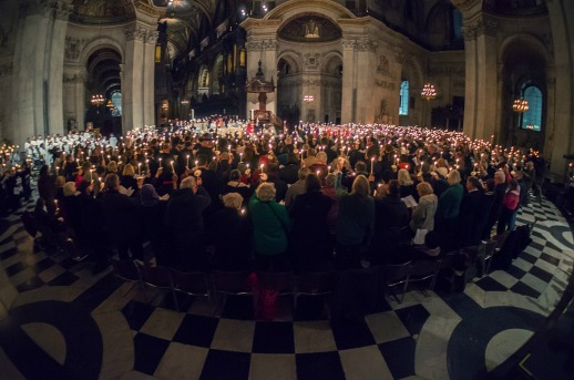 Candles-in-St-Pauls-Cathedral-at-Candlemas-Farewell-Eucharist